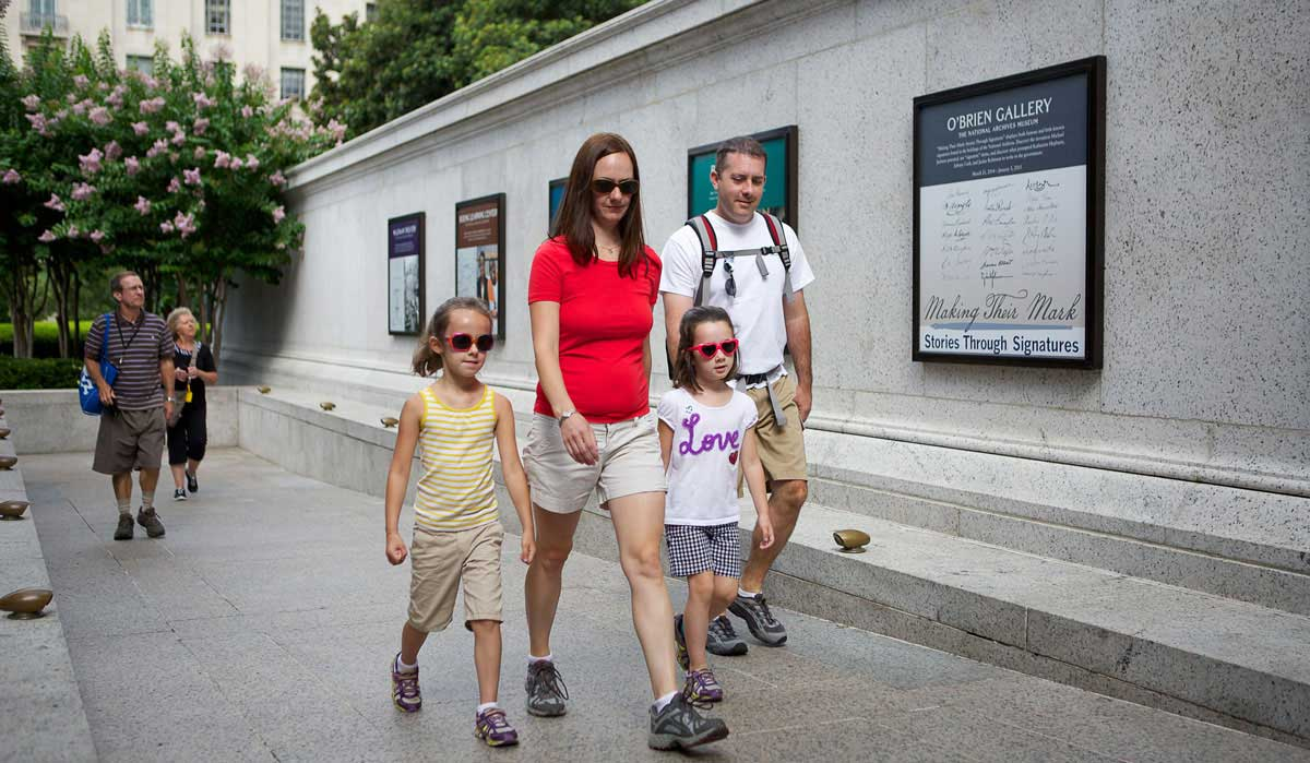 Photo of Visitors with Children Arriving at the National Archives Museum